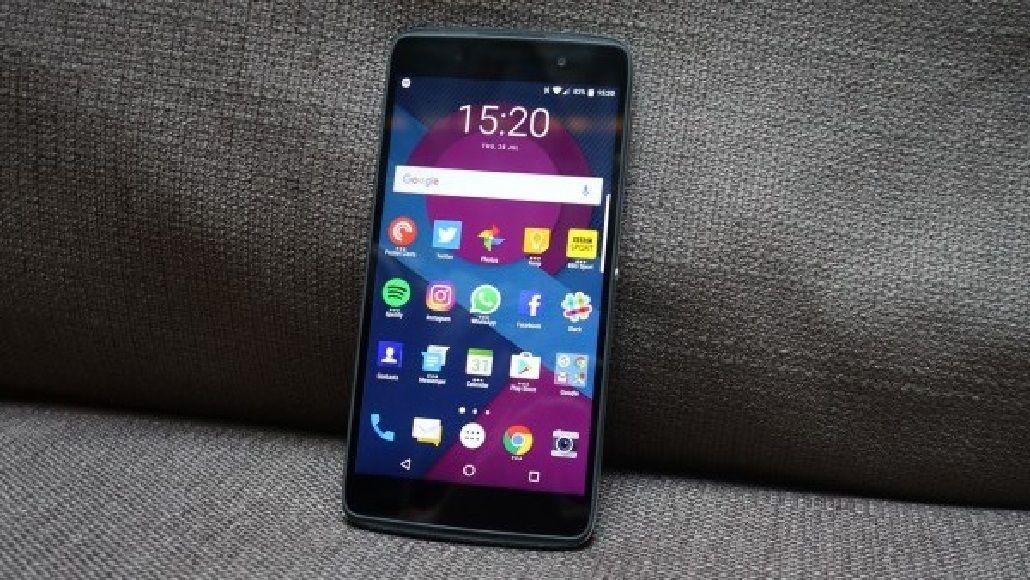 BlackBerry dejará de fabricar sus propios teléfonos y se centrará en el software