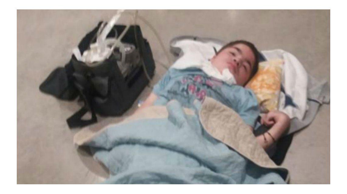 Indignante: dejaron sin agua ni mantas a un nene enfermo en un aeropuerto