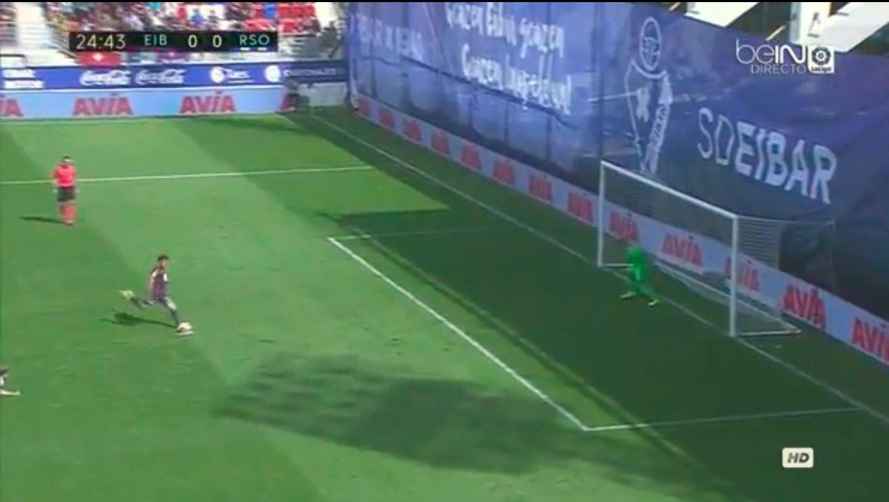 El peor penal del año: quiso imitar a Higuaín y la tiró afuera del estadio