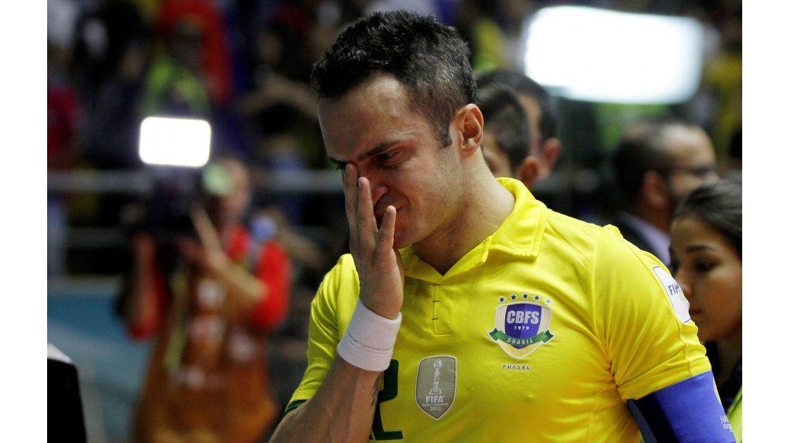 Emocionante: Brasil quedó eliminado y el rey del futsal fue llevado en andas... ¡por sus rivales!
