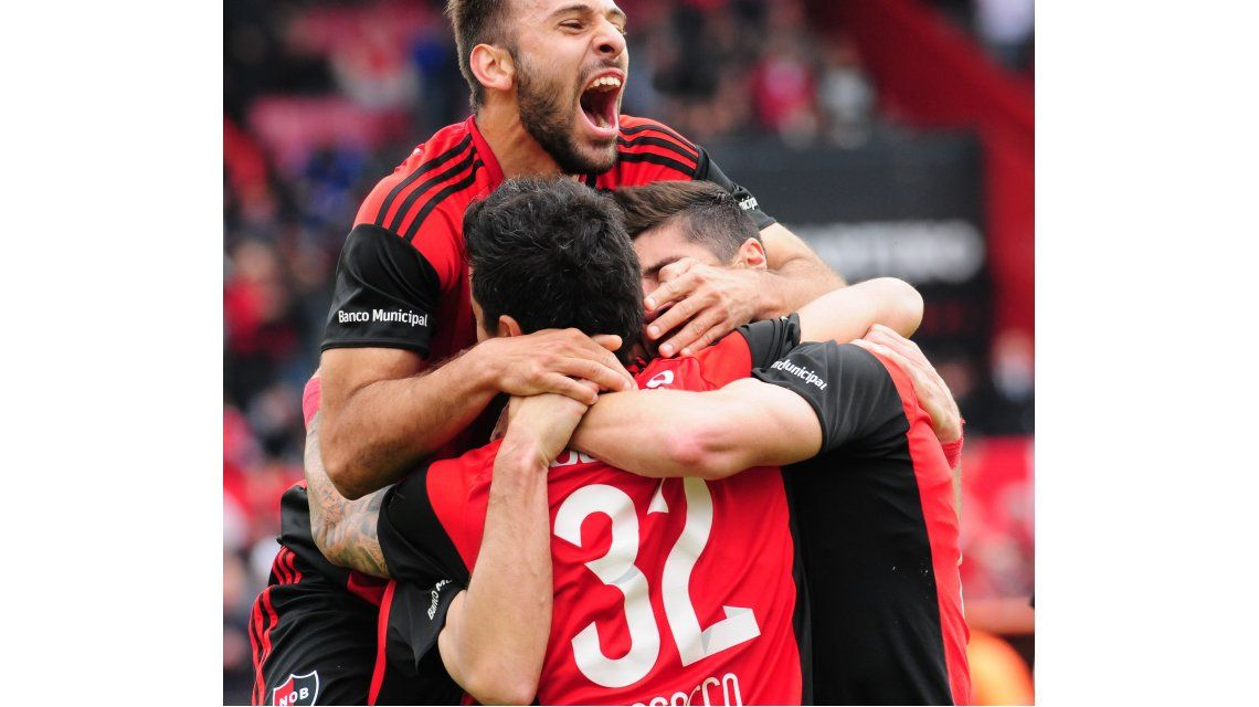 Newells le ganó a Atlético Tucumán y llegó a la punta