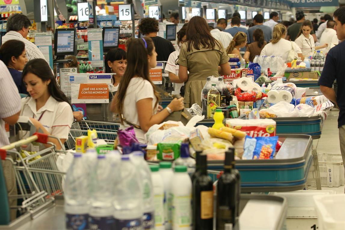 ¿Cuáles son los 8 tips para elegir la cola más rápida en el supermercado?