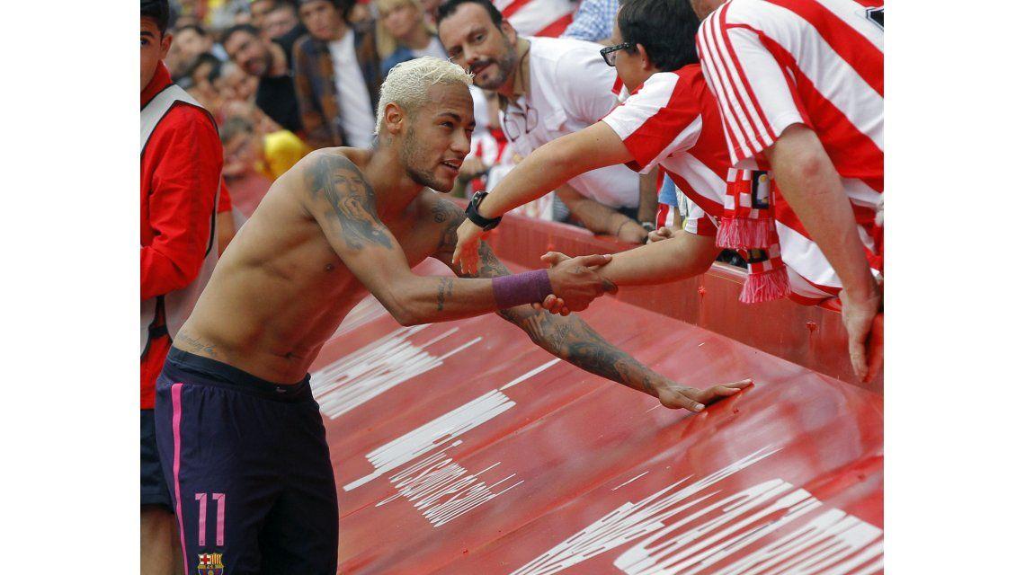 Para imitar: el imperdible gesto que tuvo Neymar con un hincha del rival