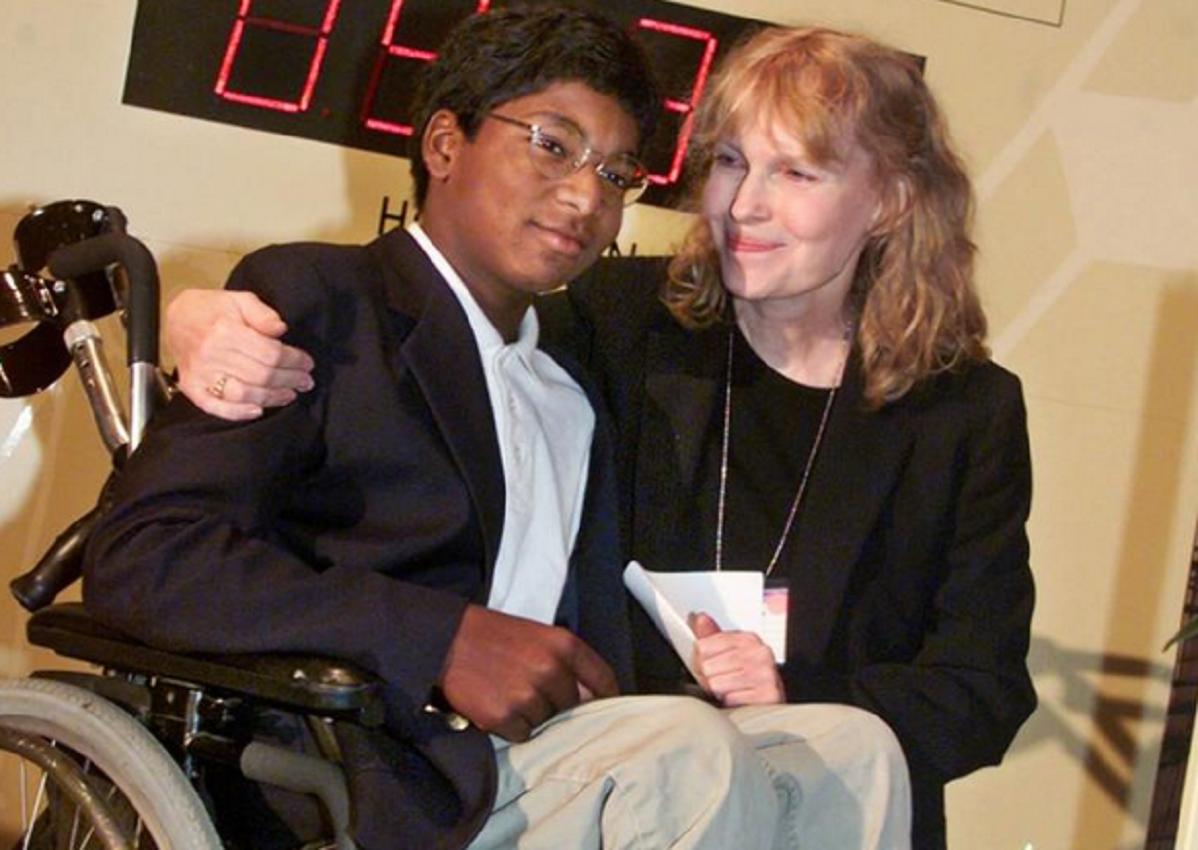 Murió un hijo de Mía Farrow en un accidente y crece la hipótesis de suicidio