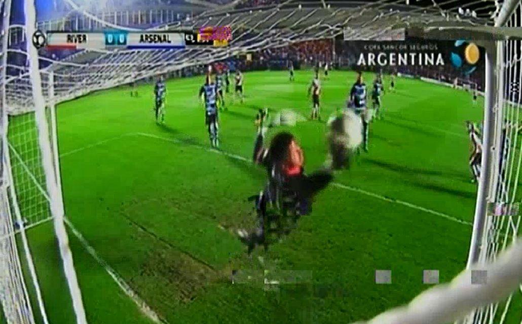 VIDEO: Las imperdibles atajadas de Pellegrino a Alario y Nacho Fernández