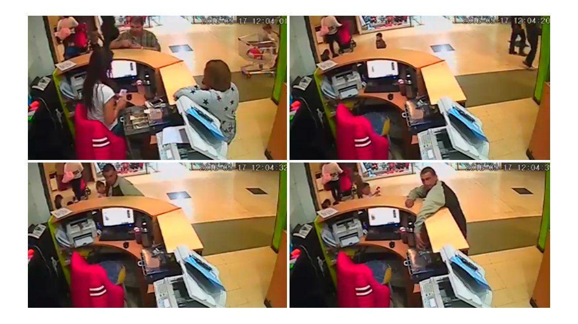 VIDEO: Un delincuente roba en un supermercado de Mendoza con su hija en el carrito