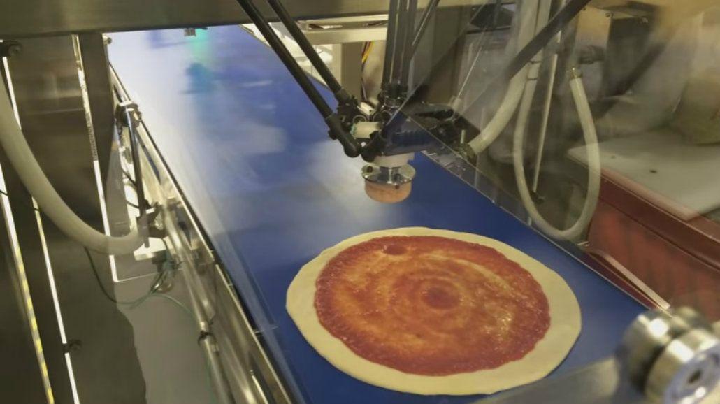 Producción en masa: crean un robot que hace pizzas sin parar