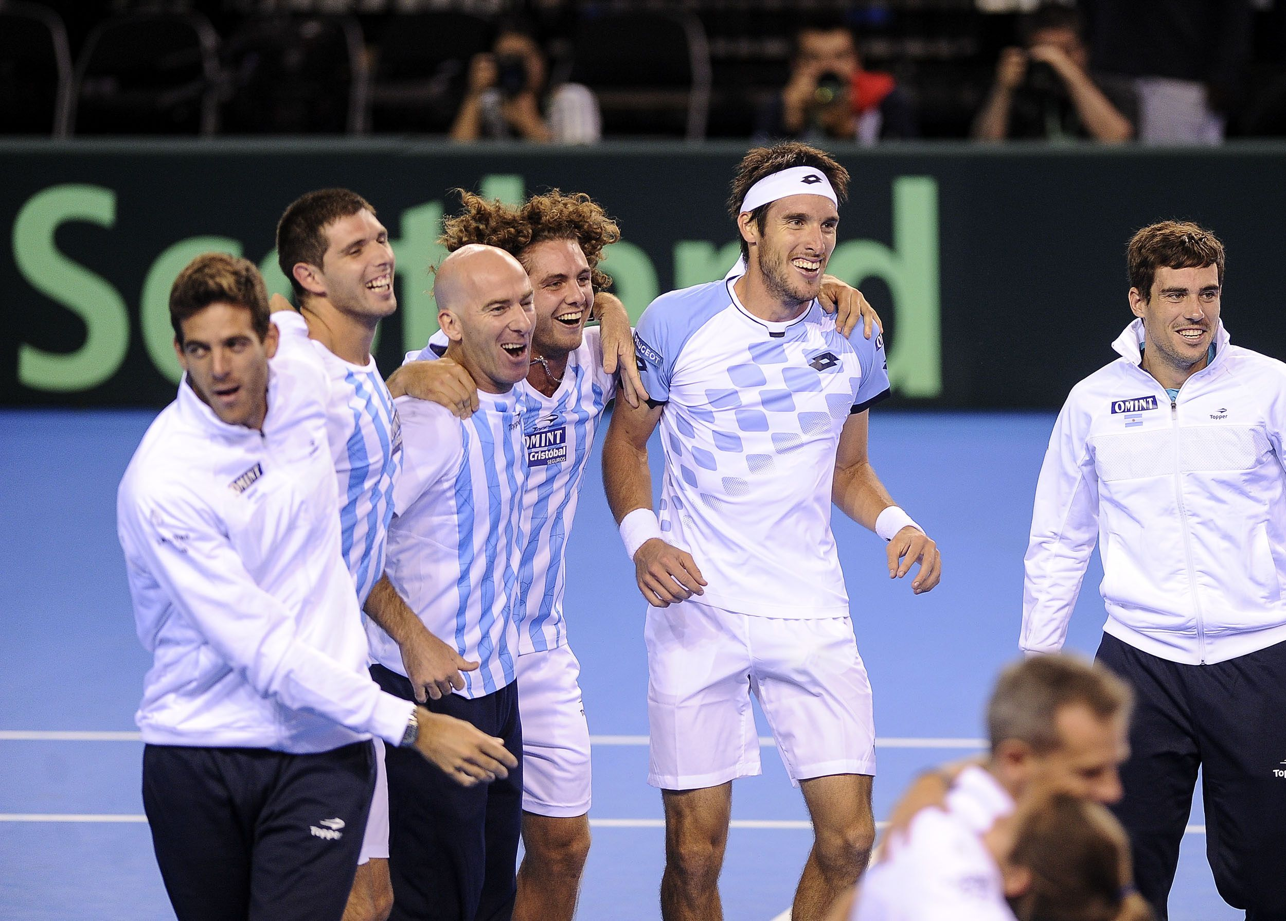 Mayer se vistió de héroe y Argentina está otra vez en la final de la Copa Davis