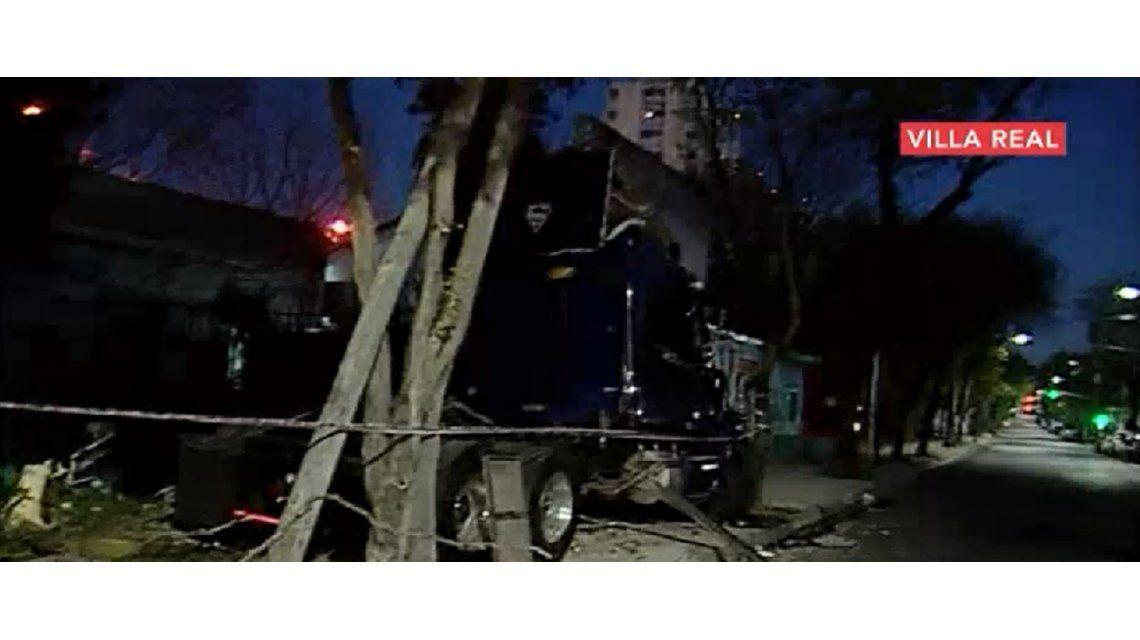 Un asesino al volante: camionero borracho cruzó en rojo, embistió un auto y mató a dos personas