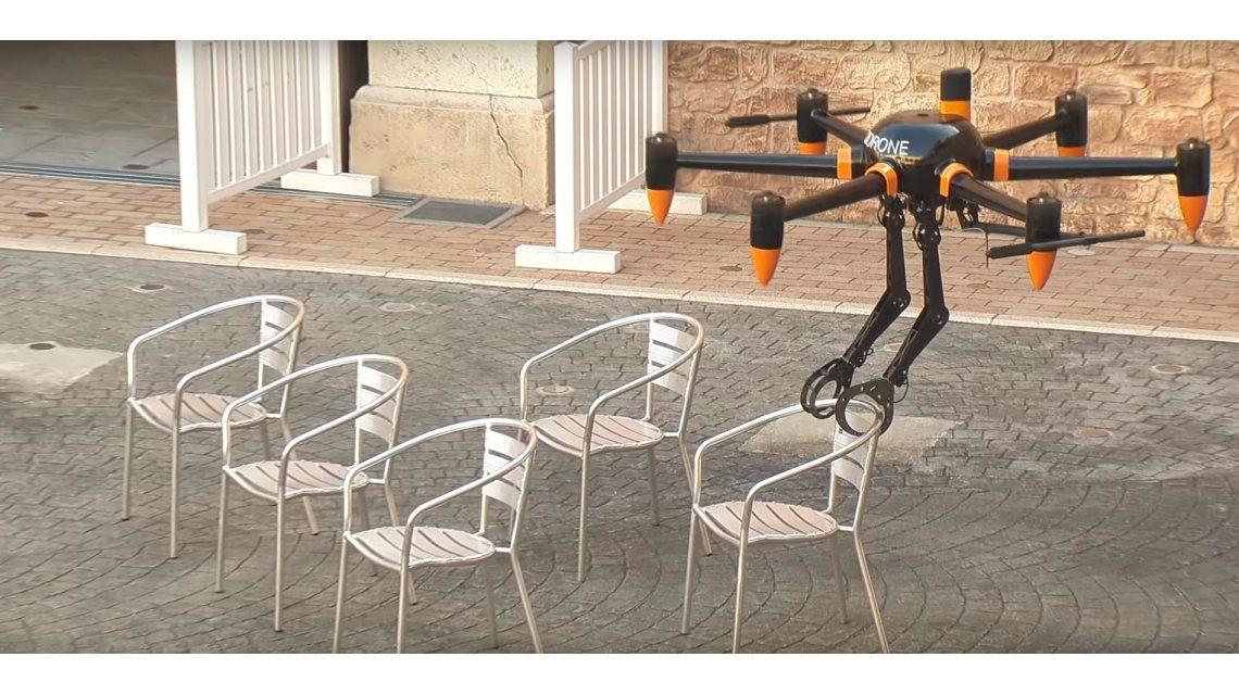 Desarrollan un dron con brazos que puede cargar hasta 10 kilos