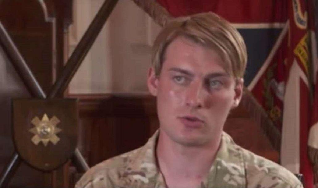 Una trans, la primera mujer del ejército británico en el frente de combate