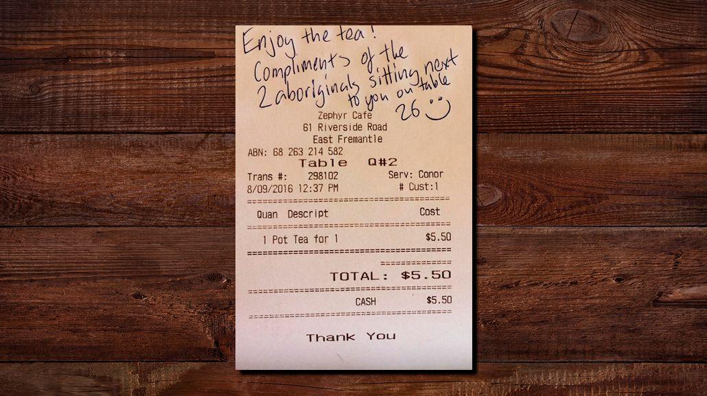 Escuchó una conversación racista en una confitería y dejó este mensaje en el ticket