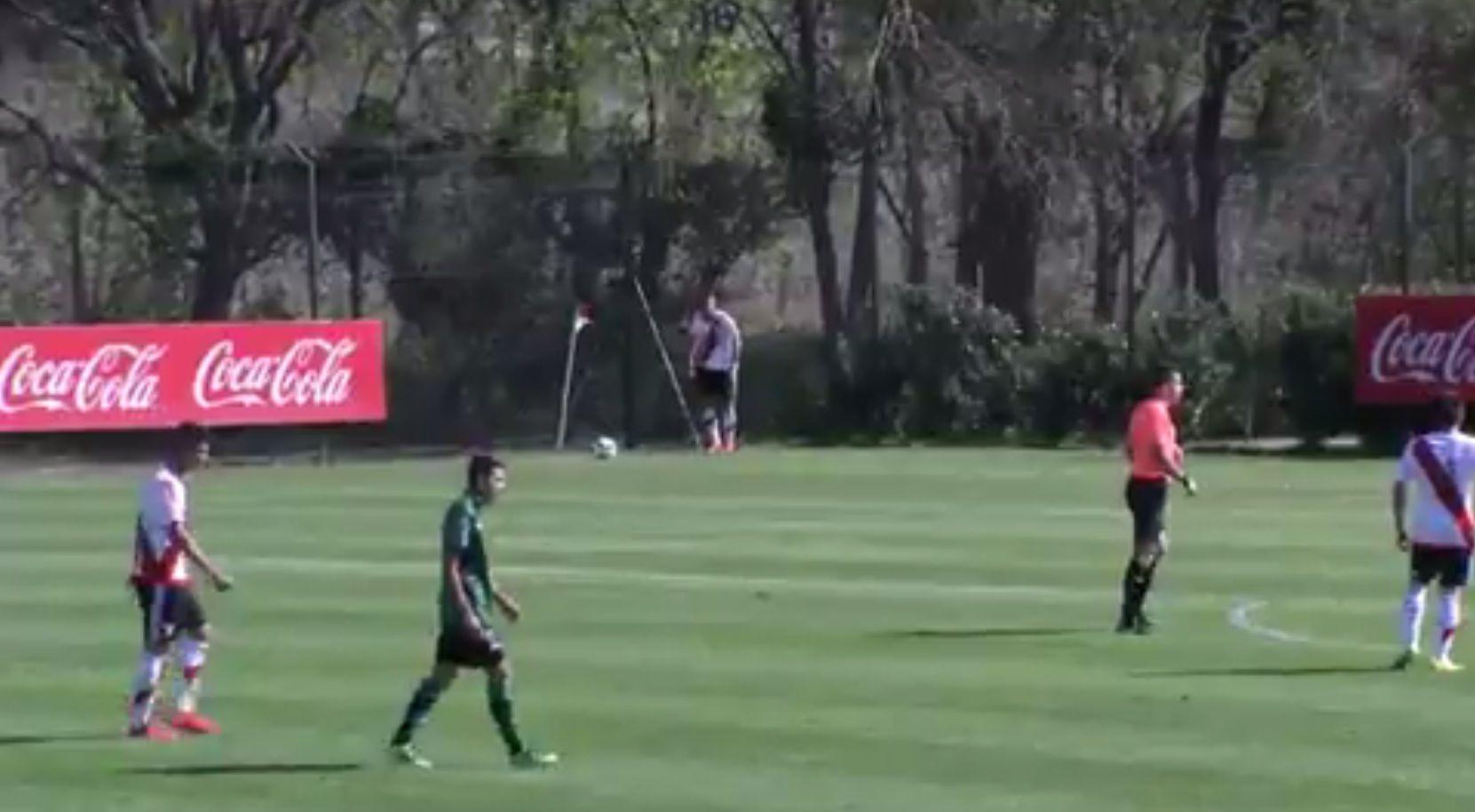 VIDEO: El nuevo refuerzo de River, Denis Rodríguez, marcó un gol olímpico en Reserva