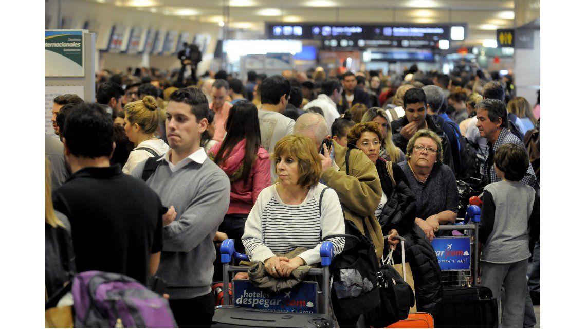 ¿Qué tenés que hacer si debías viajar en avión hoy y no pudiste por el paro?