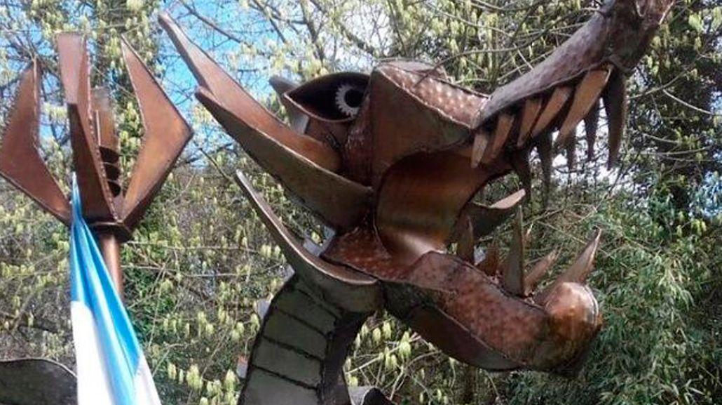 Hallan caja fuerte de ex funcionario bonaerense oculta en la estatua de un dragón
