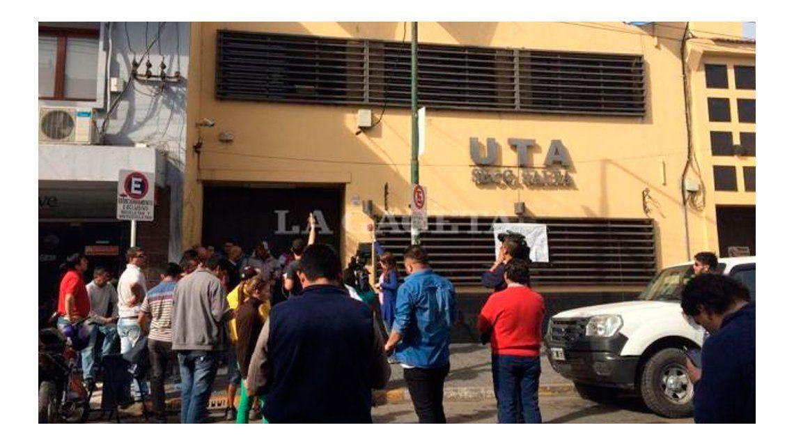 Feroz interna en la UTA: tomaron un edificio y mantienen de rehén al titular