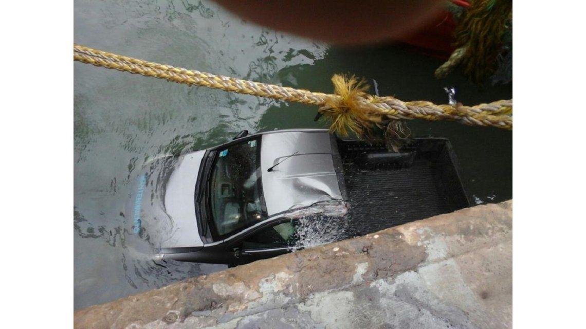 Mar del Plata: el viento arrastró a una camioneta que se hundió en el muelle