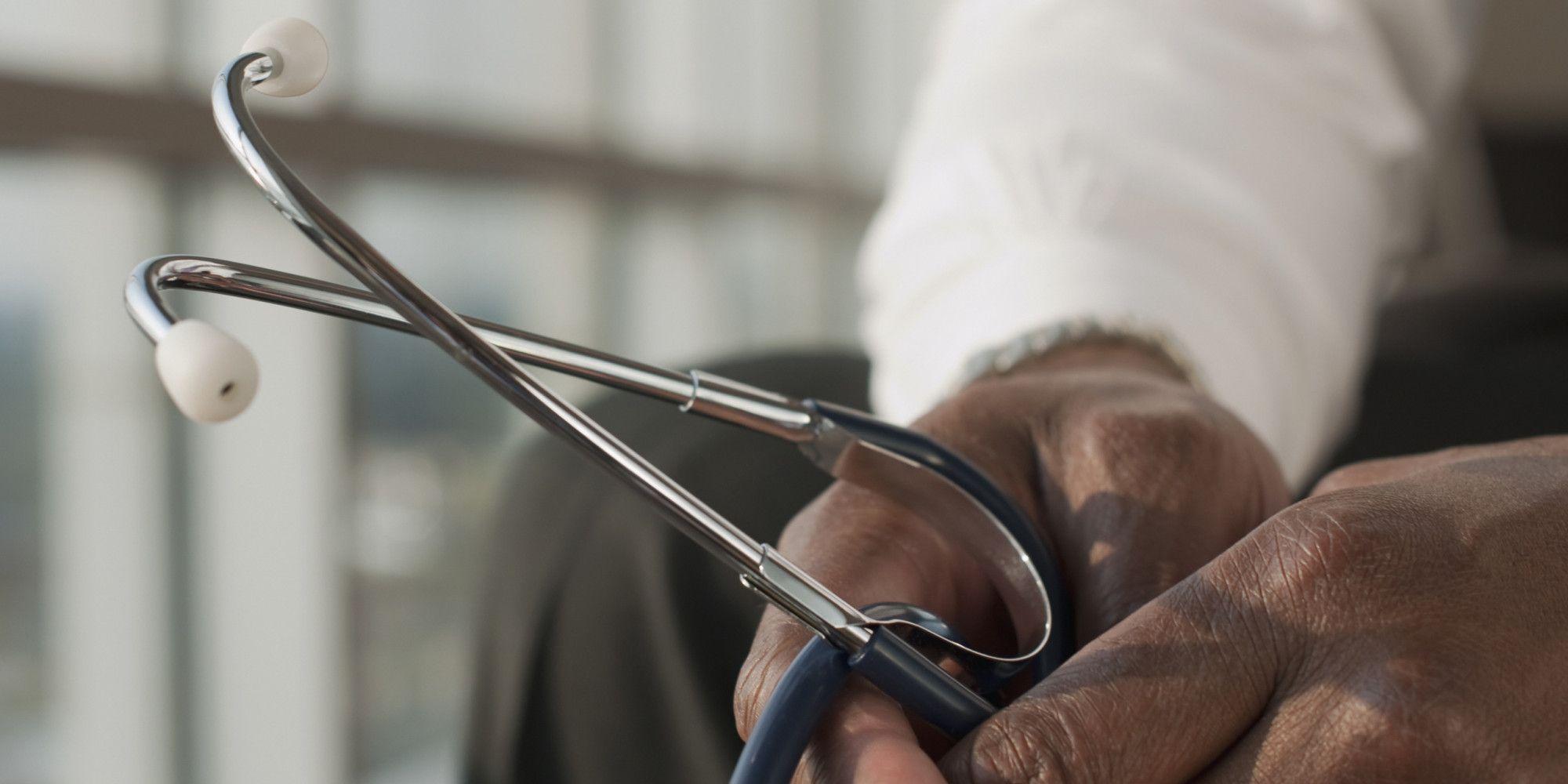 Los consejos de una médica: ¿Cómo decirle a una madre que su hijo ha muerto?