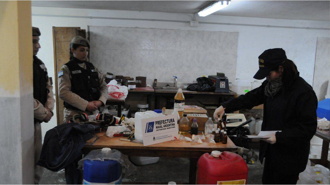 Decomisaron un depósito narco en San Martín: podían fabricar 4.000 kilos de cocaína