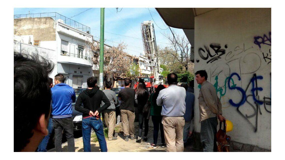 Se derrumbó una medianera en Villa Crespo: hay un obrero muerto y dos heridos