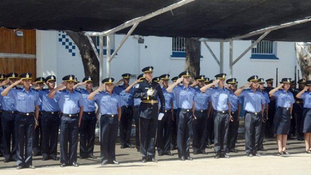 Una cadete de policía ocultó su embarazo y dio a luz tras un entrenamiento