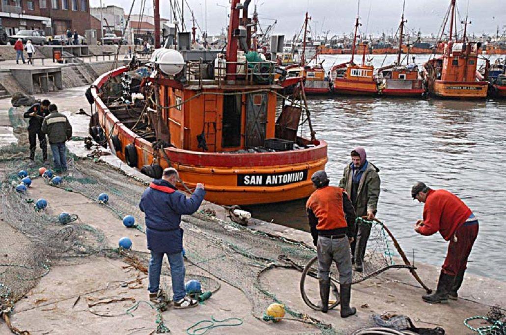 Naufragio en el mar: hallaron el pesquero hundido y buscan a los tripulantes