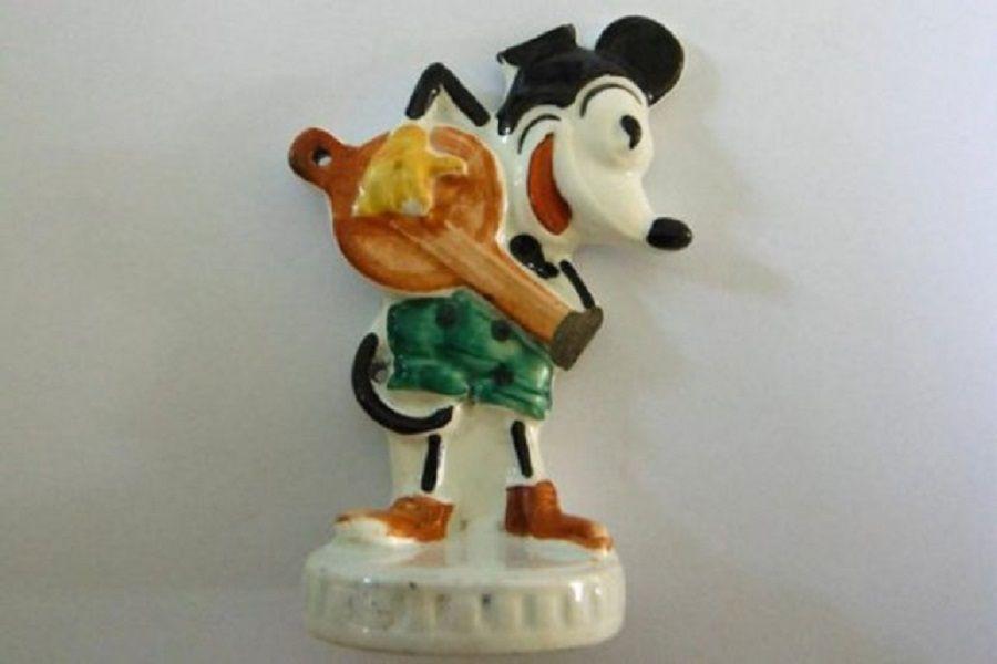 Recuerdo del horror: hallan juguete de Mickey de un nene que estuvo en Auschwitz