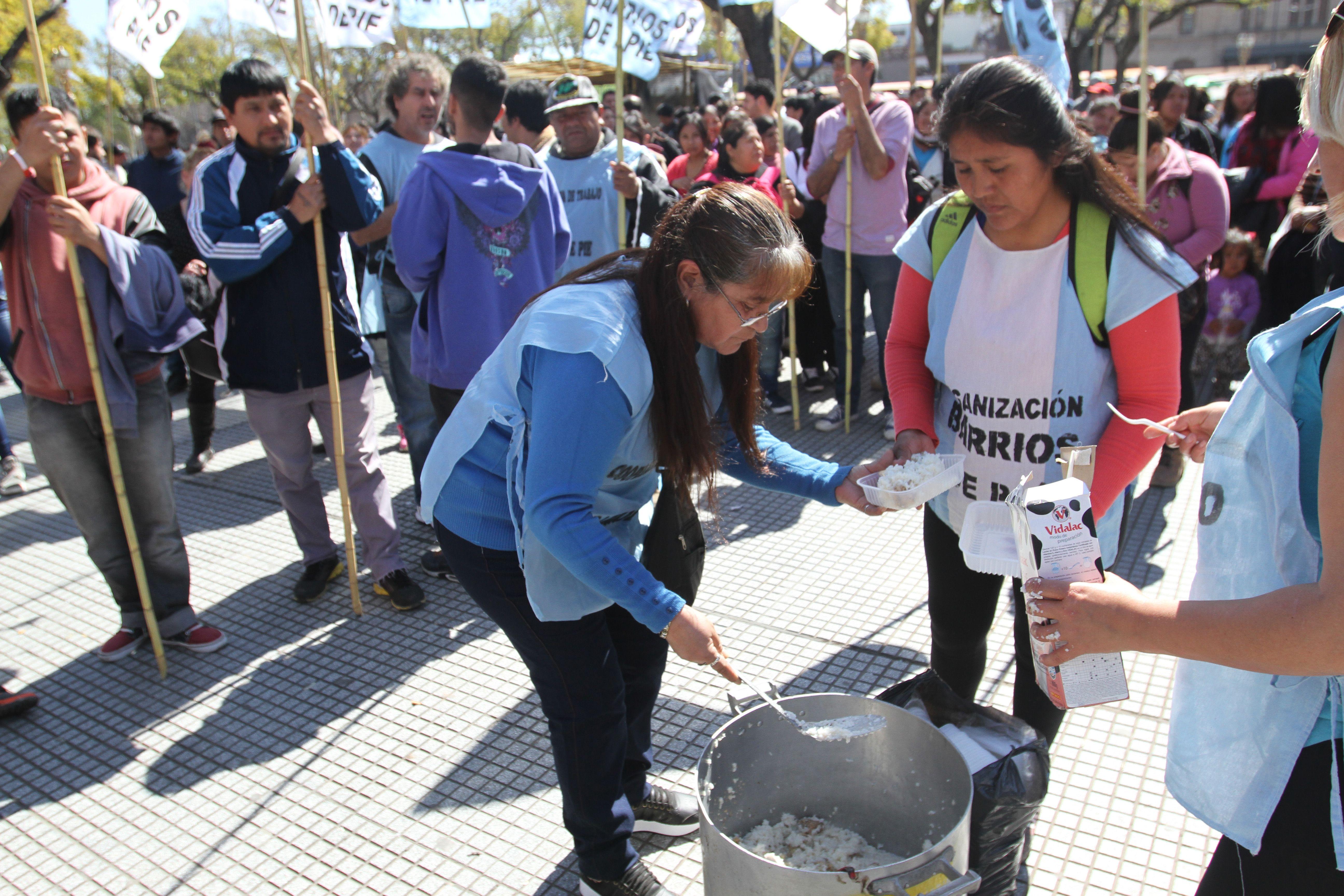 Con ollas populares y acampe, Barrios de Pie reclamó por el creciente desempleo