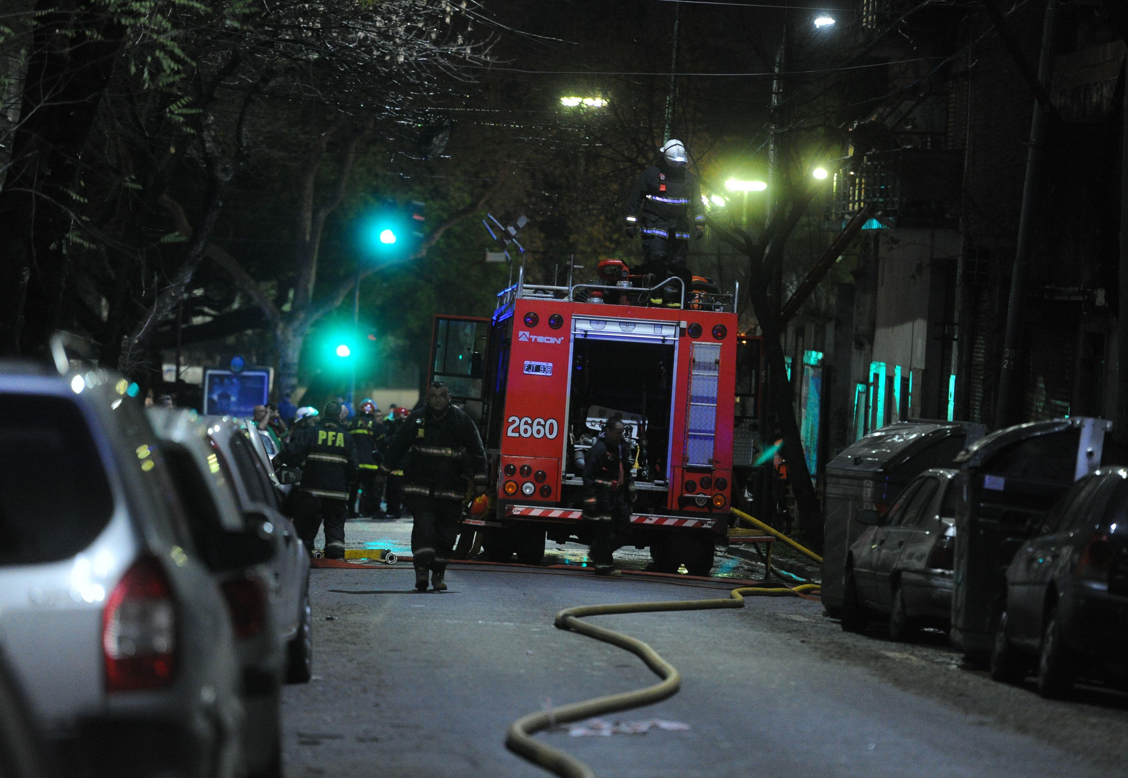 Voraz incendio: al menos 20 personas fueron rescatadas de un hotel en llamas