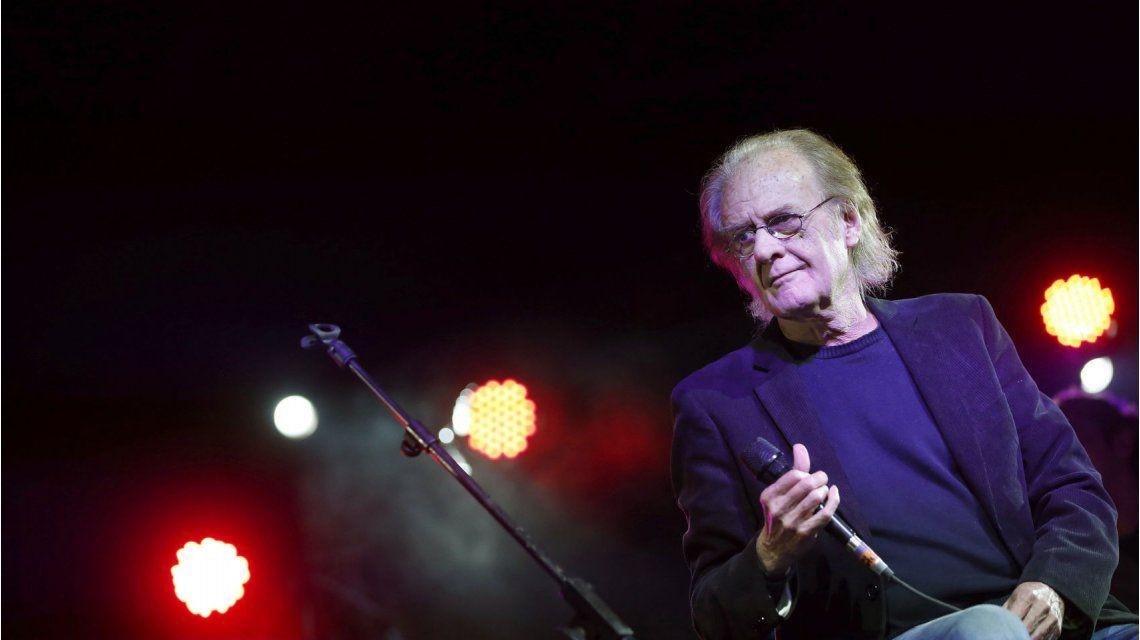 Luis Eduardo Aute, en coma tras dar un show en Huelva