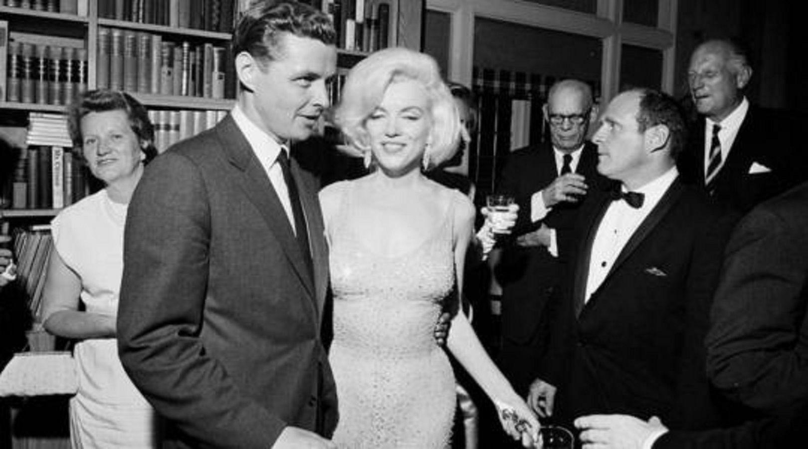 Subastan el vestido con el que Marilyn Monroe le cantó el feliz cumpleaños a Kennedy