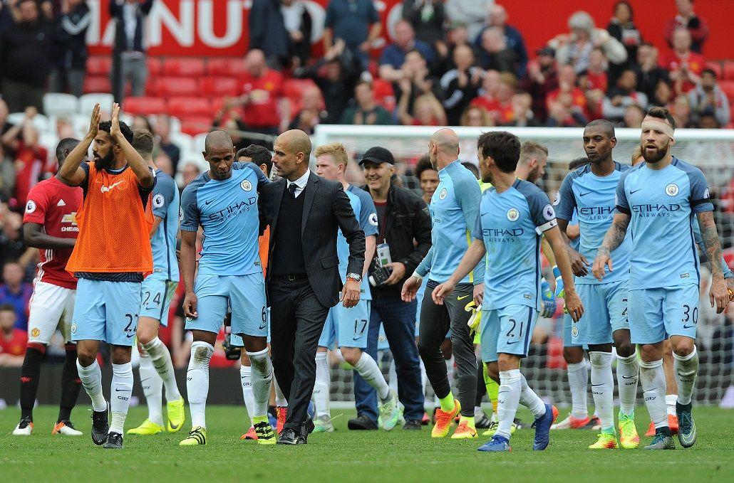 Los dos clubes de Manchester se unieron en contra del atentado