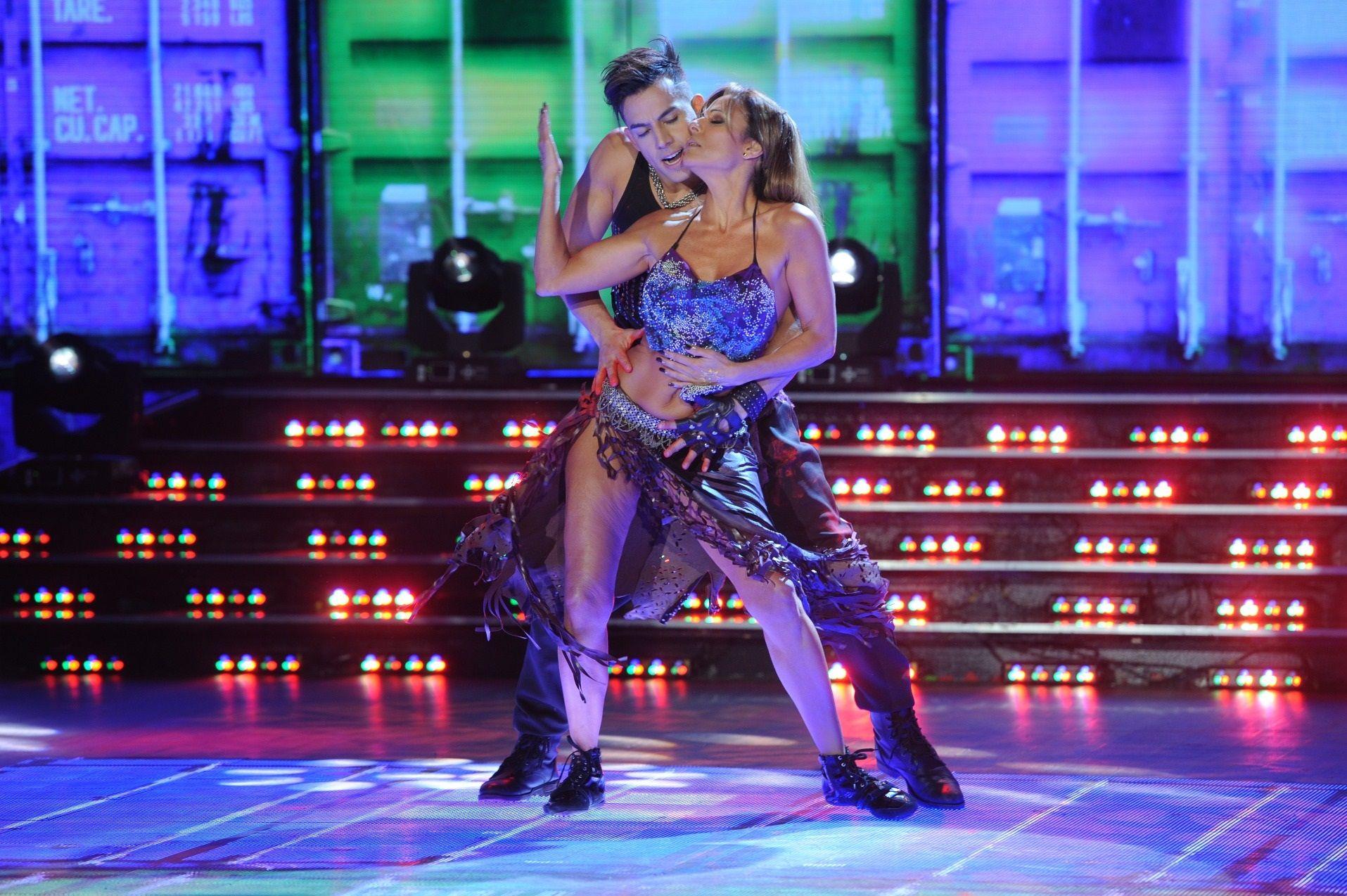 Reggaeton hot para Iliana Calabró con un muy alto puntaje ¡y su lomazo!