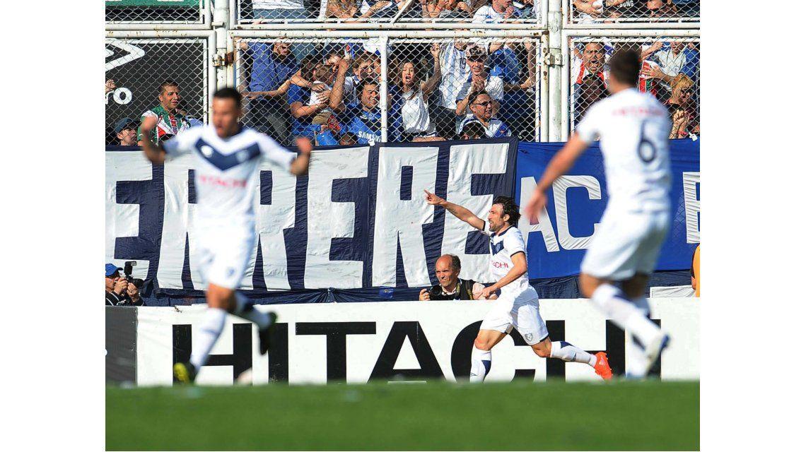 Con dos goles de Pavone, Vélez logró su primer triunfo del torneo ante Central