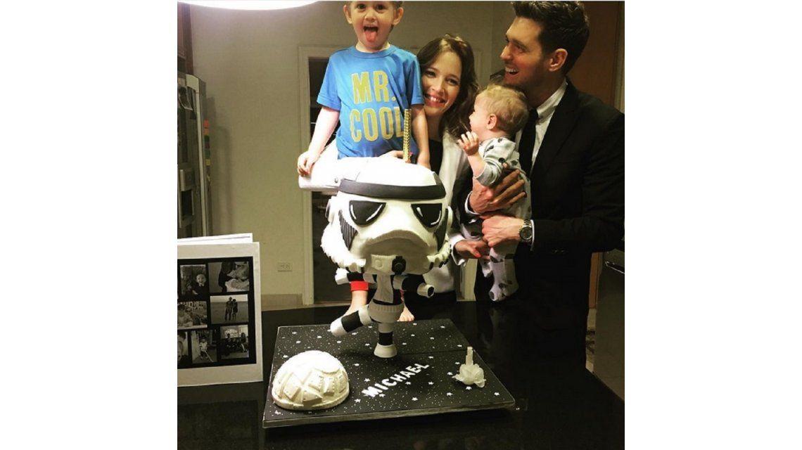 El divertido festejo del cumpleaños de Bublé con Lopilato y sus hijos