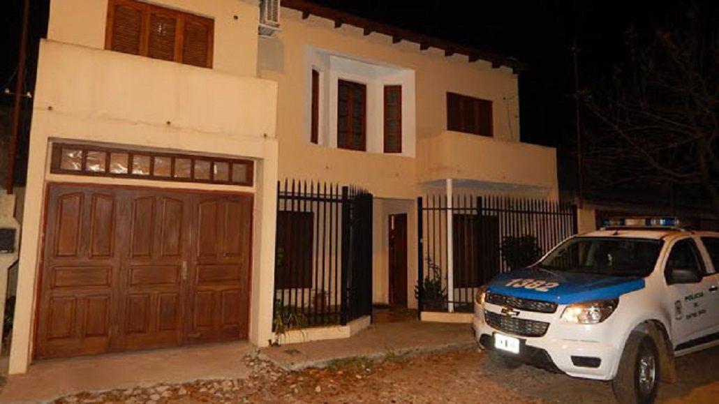 Sorprendieron a una pareja de ancianos y les robaron casi 100 mil pesos de su casa