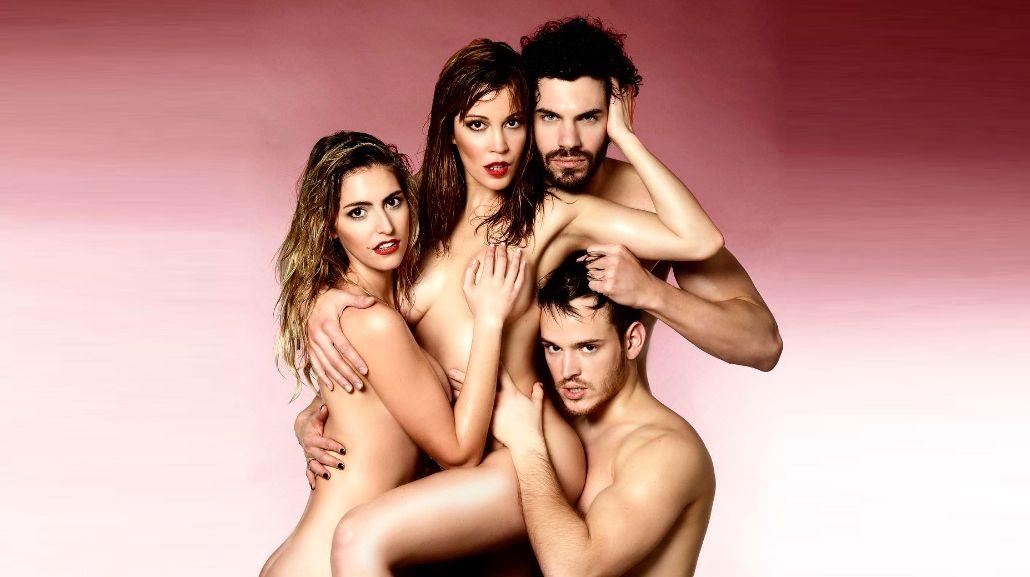 El destape ultra hot de Miriam Lanzoni: escena lésbica y topless