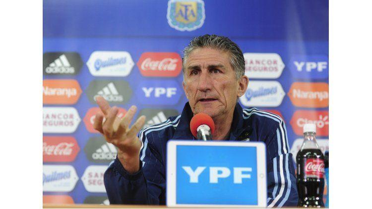 El DT argentino Edgardo Bauza admitió que la lesión de Paulo Dybala parece ser un desgarro.