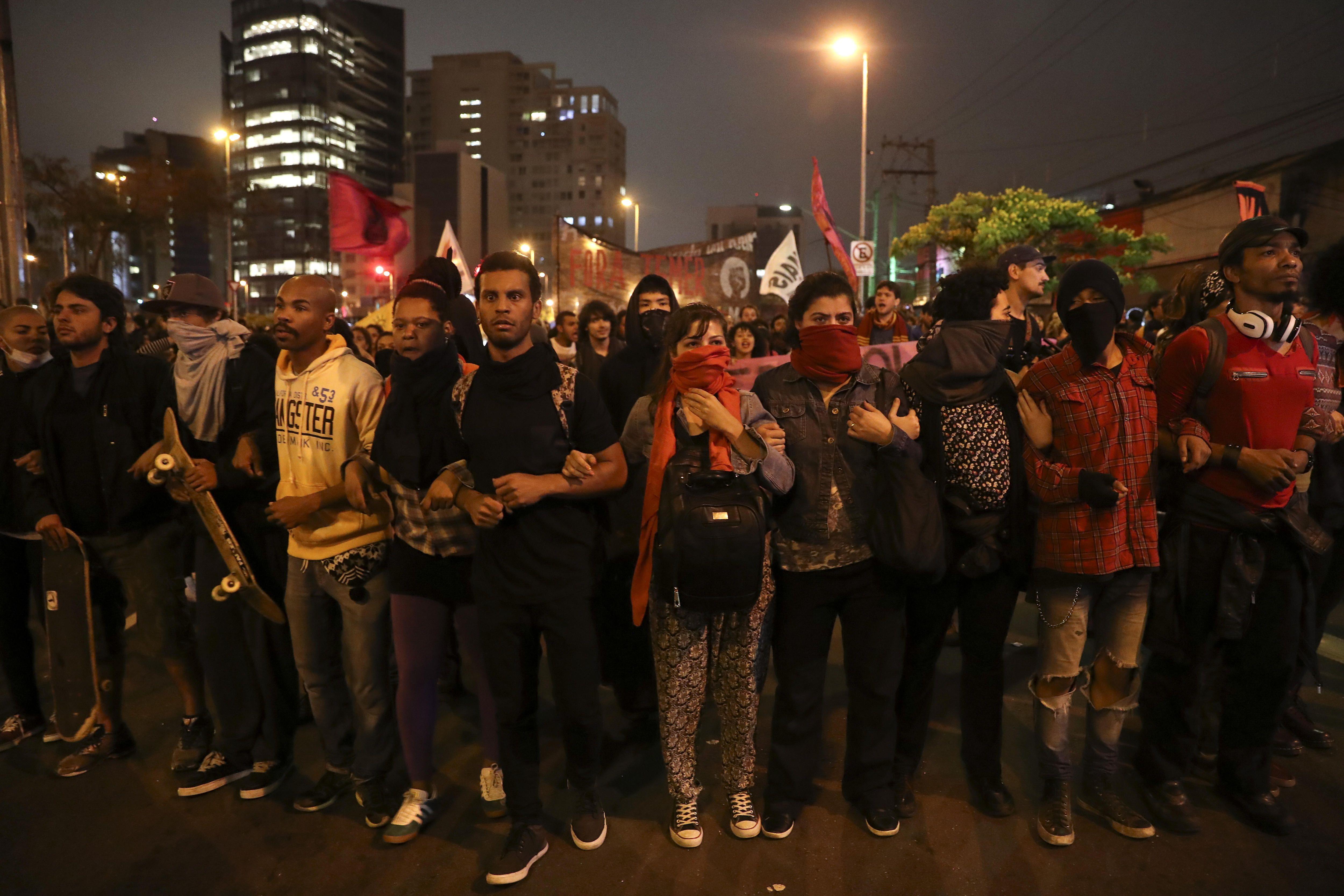 Otra manifestación contra Temer termina con disturbios y gases lacrimógenos