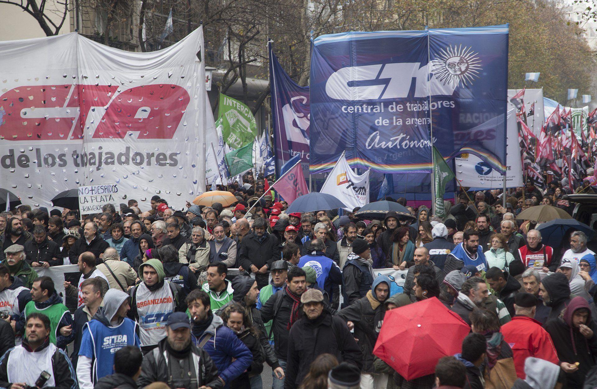 La Marcha Federal se dirige a Plaza de Mayo para protestar contra el Gobierno
