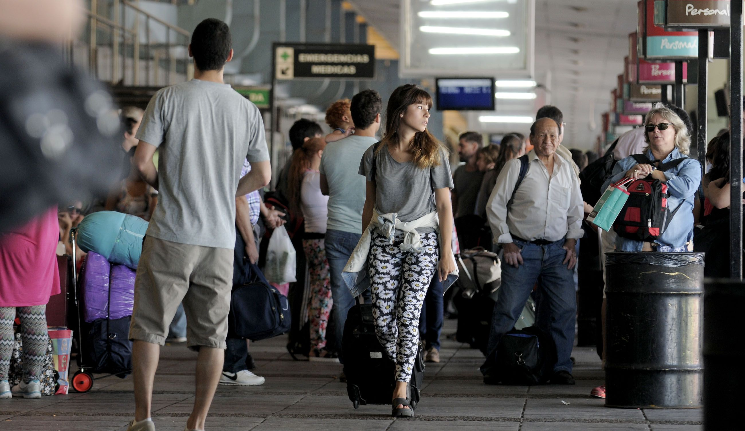 Para viajar sin sus padres, ahora los chicos deberán tener autorización