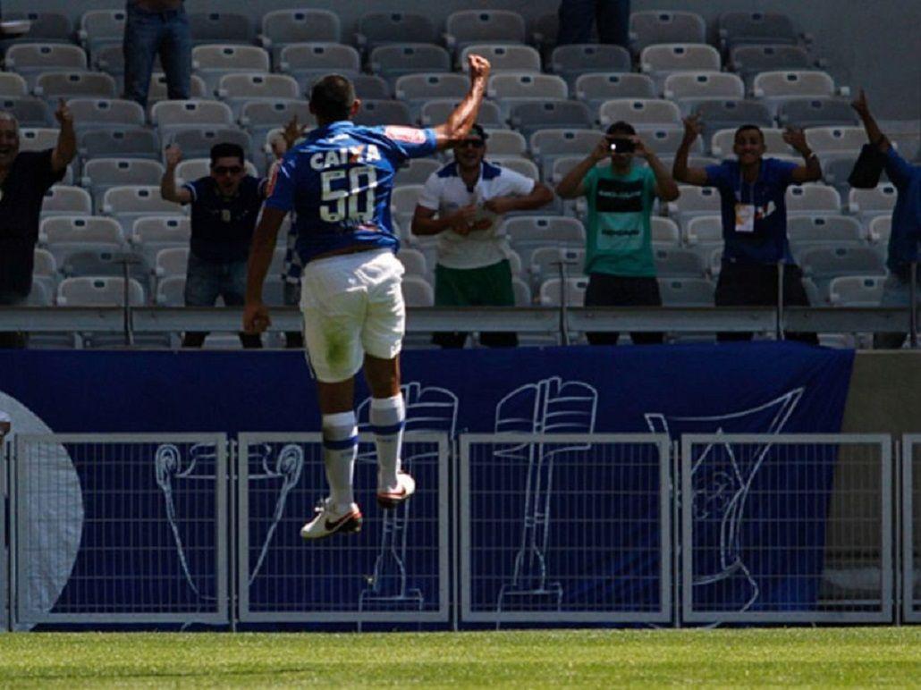 Wanchope Ábila sigue encendido y metió un doblete por la Copa de Brasil