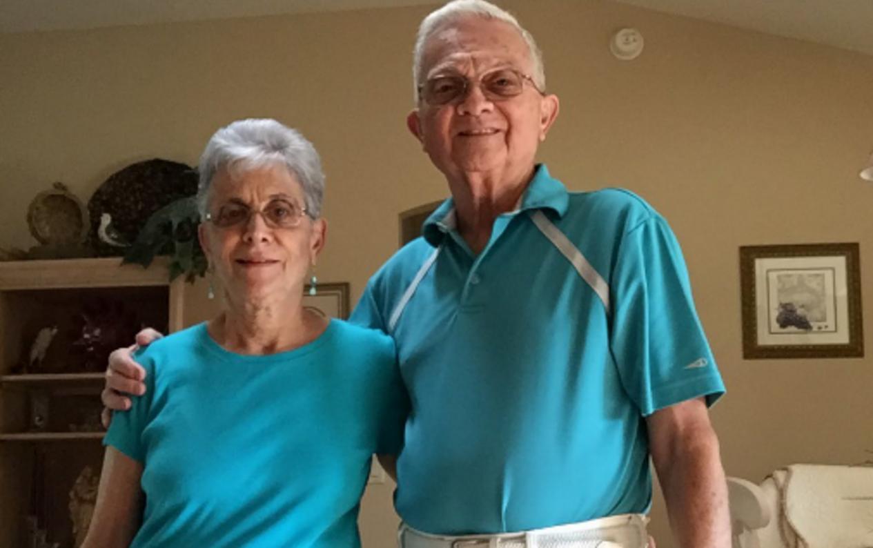 Llevan 52 años casados y todos los días se visten exactamente igual