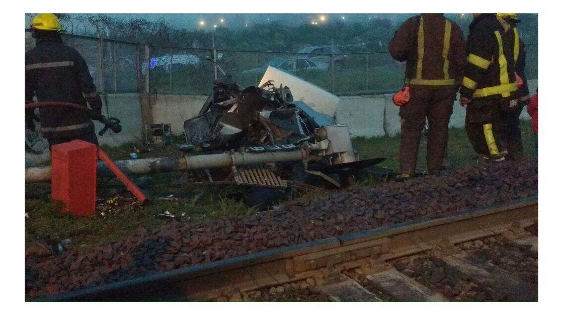 Tragedia en José C. Paz: un tren arrolló un auto y murieron dos personas