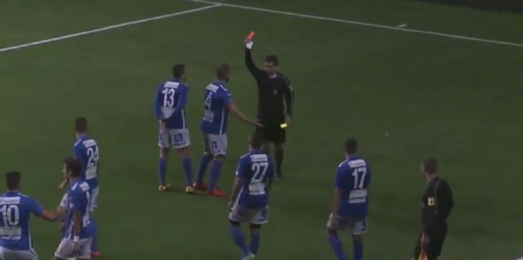 VIDEO: Un defensor convirtió tres goles, se hizo el gracioso y lo echaron