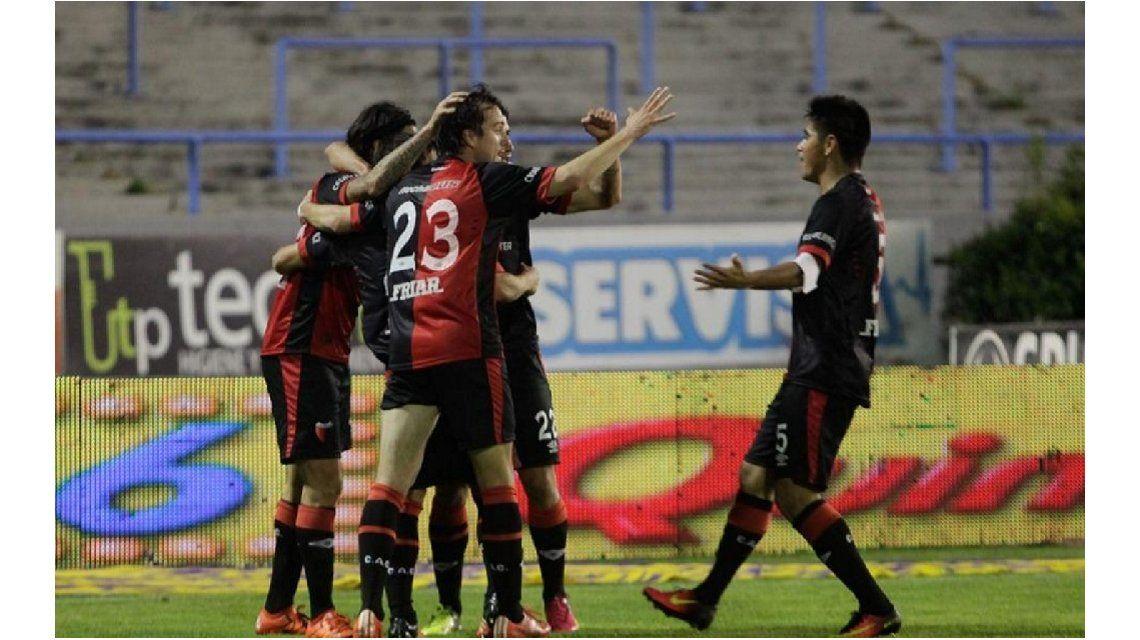 Colón comenzó el campeonato ante Aldosivi y lo venció en Mar del Plata