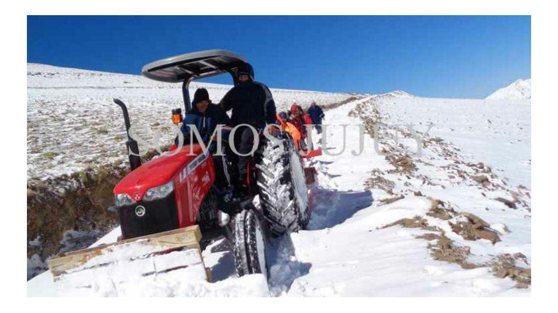 Jujuy: una tormenta de nieve sorprendió a un grupo de docentes y lo dejó varados 36 horas