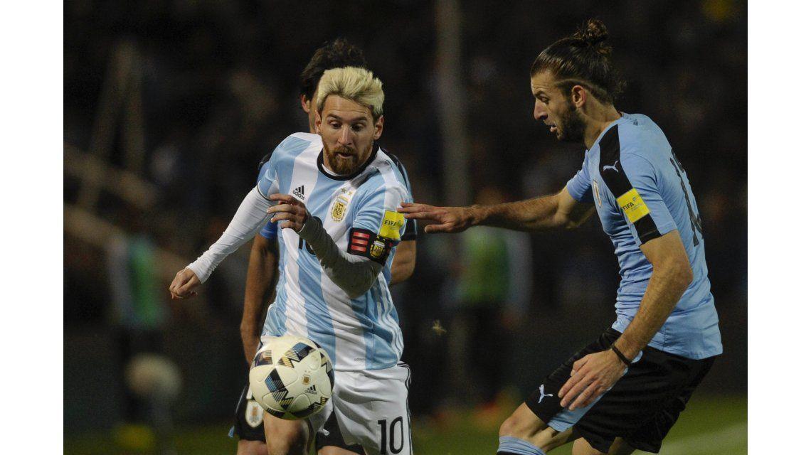 Messi dijo que la gente le llenó el corazón y puso en duda su presencia ante Venezuela