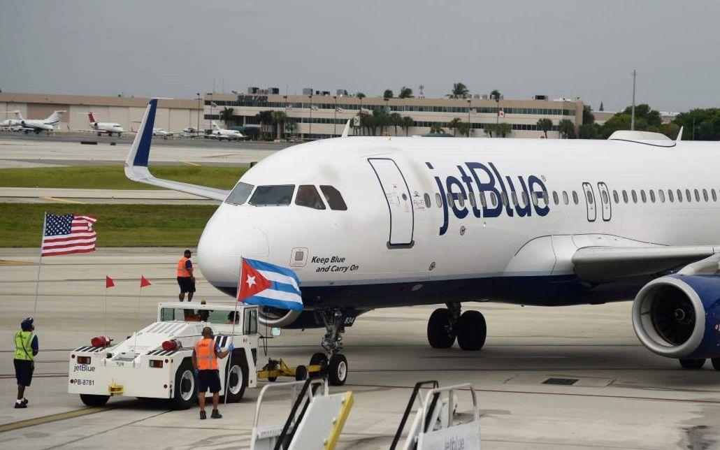 Luego de 50 años de bloqueo, aterrizó en Cuba el primer vuelo procedente de EE.UU.