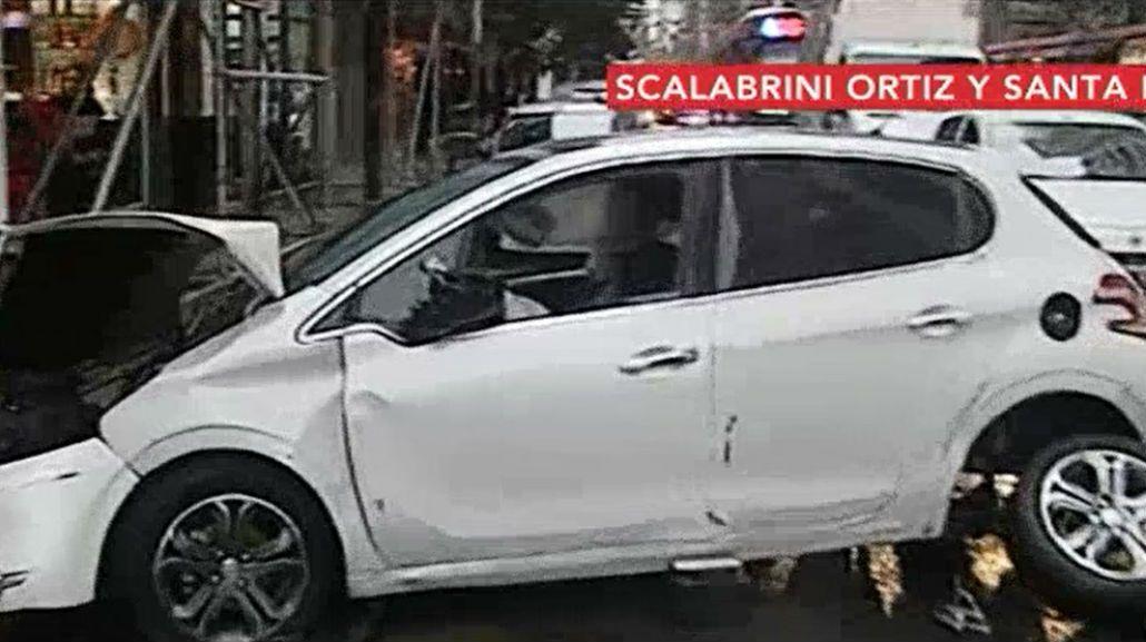 Cruzó una calle en contramano en pleno Palermo y chocó a cuatro autos estacionados